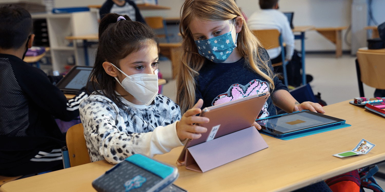 Cornelsen stattet Grundschulklasse mit Tablets und Software aus