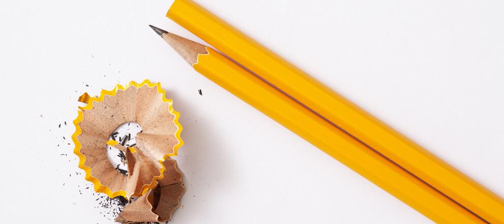 Kreatives Schreiben: Bleistifte und Spitzerabfälle