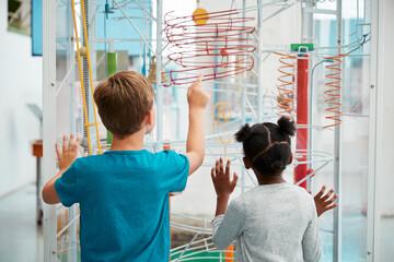 Schulpädagogik: Kinder vor Veruschsaufbau
