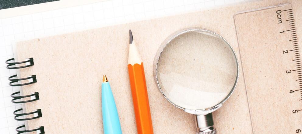 Schreibblock mit Stiften