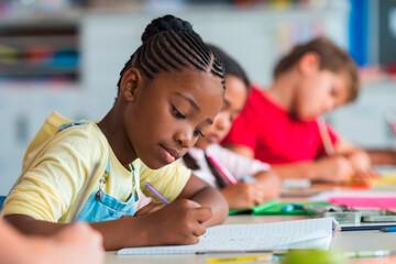 Methodik: Schreibende  Kinder im Klassenzimmer
